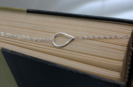 argentium silver hammered teardrop bracelet sterling silver cable chain